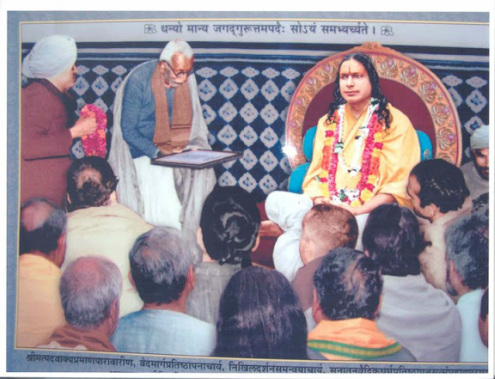 Kripalu Ji Maharaj Being honored by Jagadguru title